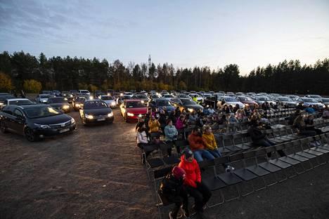 Drive in -elokuvissa aplodit annettiin auton valoja vilkuttamalla ja äänimerkkejä antamalla.