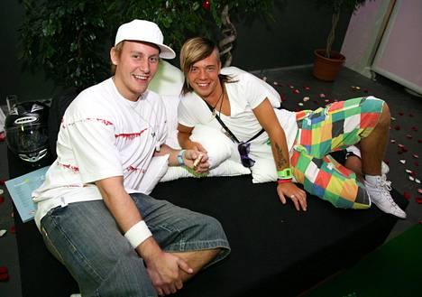 Niko ja Sauli kuvattuna vuonna 2008. Big Brotherista julkisuuteen ponnahtaneet ystävykset juonsivat ohjelman jälkeen myös omaa sarjaansa Saulin ja Nikon parhaat pätkät.