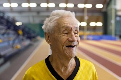 Antti Heikkilä, 95, on yksi vanhimmista jäsenistä. Hänen edesmennyt vaimonsa sanoitti aikanaan Aarnen tallin tunnuslaulun.