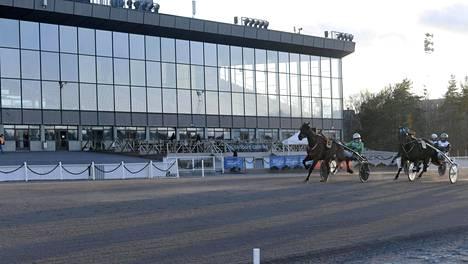 Katsomo oli autio, kun Vermossa kilpailtiin viimeksi maaliskuussa ja on myös seuraavat kuukaudet.