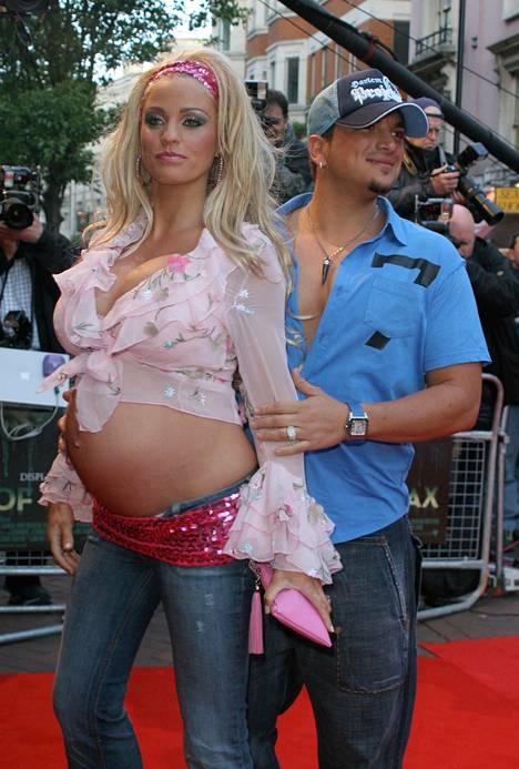 Peter Andre ja raskaana oleva Jordan eli Katie Price ensi-illassa vuonna 2005.