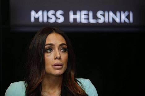 Noin kaksi viikkoa pahoinpitelyn jälkeen Jessica Ruokola piti lyhyen lehdistötilaisuuden. Hän kertoi välillä itkuun purskahtaen kuluneiden viikkojen olleen elämänsä vaikeimmat.