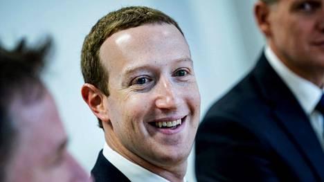 Facebookin toimitusjohtaja Mark Zuckerberg (kuvassa) sekä linjajohtaja Joel Kaplan hautasivat ehdotukset, joilla oli määrä vähentää palvelun aiheuttamaa vastakkainasettelua ihmisten välillä.
