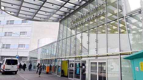 Husin Meilahden sairaalan sisäänkäynti Helsingissä.