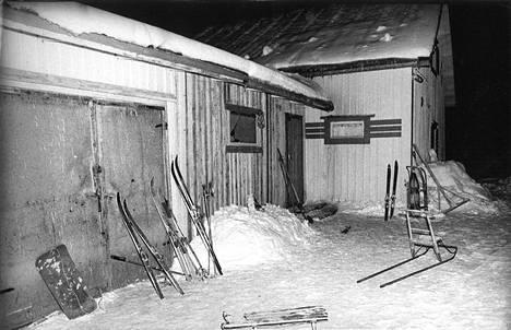 Aarne Laakso asui perheineen tässä vuokratalossa Ylöjärvellä. Perhe ei osannut epäillä Aarnea lainkaan kuohuttaneiden veritöiden tekijäksi.