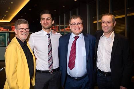 Vasemmalta oikealle: Niilo Kemppe, Sami Itani, Kimmo Oila sekä Jarkko Toivola odottamassa SUL:n puheenjohtajavalinnan tulosta marraskuussa 2018.