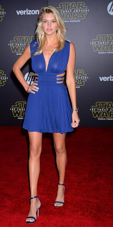 Kelly Rohrbach on yksityiselämässä yhdistetty Leonardo DiCaprioon.