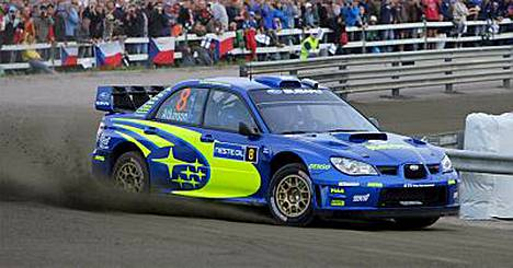 Subarun Chris Atkinson johtaa Suomen MM-rallia Killerillä ajetun EK1:n jälkeen.