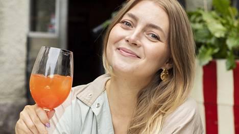 Pupulandia-blogin Jenni Rotonen sanoo, että hän on siitä erilainen muotibloggaaja, ettei juuri osta uusia vaatteita.
