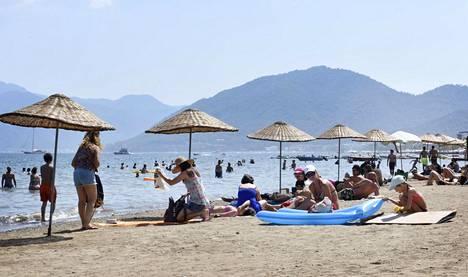 Asiantuntijoiden mukaan matkailijoiden on tärkeää pysyä omaehtoisessa karanteenissa koko suositeltu 14 päivää.