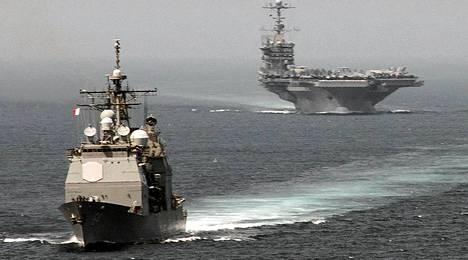 Yhdysvaltojen merivoimien alukset USS Gettysburg ja USS Harry S, Truman etenivät Välimerelle Gibraltarinsalmessa elokuun alussa.