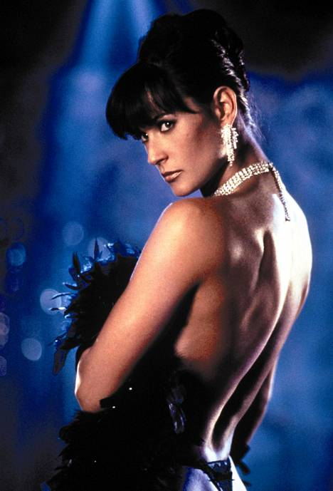 Striptease-elokuva muistetaan Mooren roolisuorituksesta.