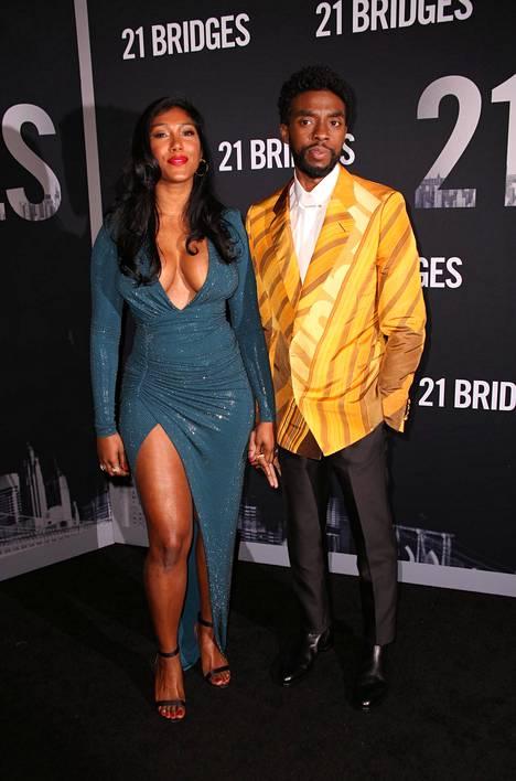 Bosemania jäi kaipaamaan hänen vaimonsa Taylor Simone Ledward. Pari edusti yhdessä marraskuussa 2019 New Yorkissa.