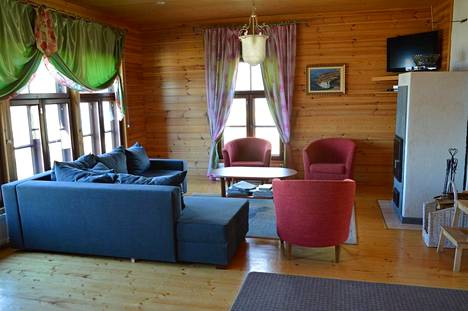 Lindström-Pappisen mökissä vuokralaisia kiinnostaa varsinkin järvenranta ja puusauna.