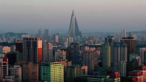 Hotelli kuvattuna Pyongyangin 70-vuotispäivän aattona syyskuussa 2018.
