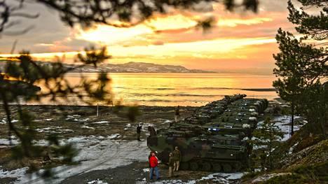 Amerikkalaiskalusto osallistuu Cold Response 16 -harjoitukseen, johon myös Suomen maavoimat lähettää yli 400 hengen vahvuisen osaston.