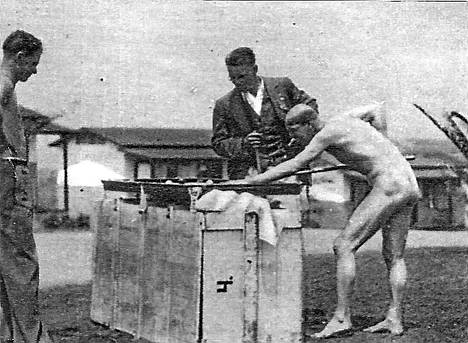 Urheilujohtaja Kekkonen rentoutuu Los Angelesissa vuonna 1932.