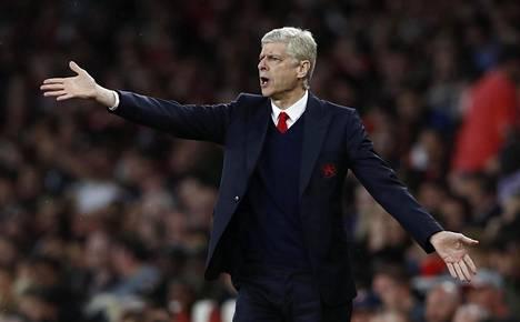 Arsenalin kannattajien protestit Arsène Wengeriä vastaan kävivät yhä äänekkäämmiksi.