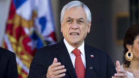Chilen presidentti Sebastien Pinera puhui Santiagossa keskiviikkona.