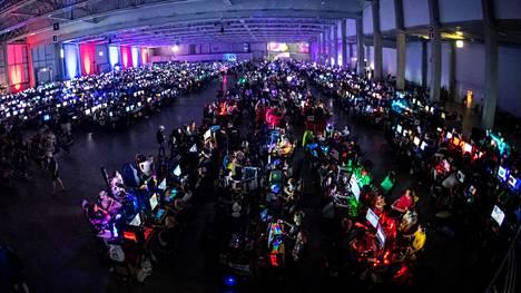Assembly on rakentanut viikonloppua varten ennätykselliset 4000 tietokonepaikkaa. Myymättä on joitain prosentteja.
