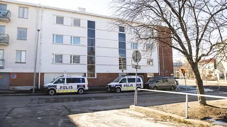 Oulun Linnankadulla on meneillään poliisioperaatio.