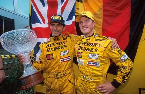 Damon Hill (vas.) ja Ralf Schumacher ottivat kaksoisvoiton.