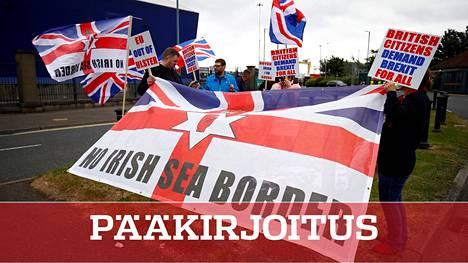 Pohjois-Irlannin Belfastissa on nähty Irlanninmeren rajaa vastustavia mielenosoituksia.