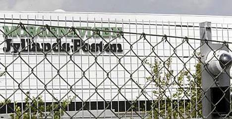 Jyllands-Postenin toimitus on aidattu ja aluetta vartioidaan kameroilla.