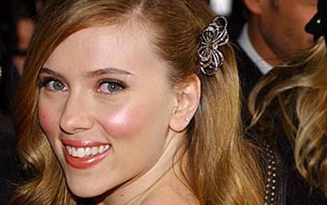 Monipuolinen Scarlett on kunnostautunut myös vaatesuunnittelijana.