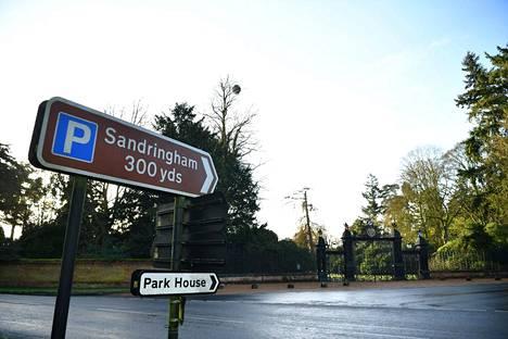 Kuninkaallinen perhe kokoontuu maanantaina Sandrighamissa pidettävään kriisikokoukseen.