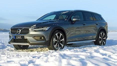 Ulkonäöllisesti Volvon uusi V60 Cross Country ei juuri tarjoile yllätyksiä. Muhkeat pyöränkaarimuovit ovat  mallin varmin ulkoinen tuntomerkki.