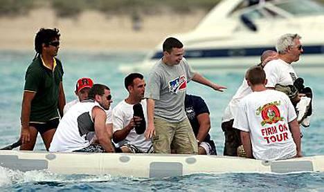 Wayne Rooneyn polttariseurue juhli villisti Ibizalla. Wayne vasemmalla punaisessa lippalakissa.