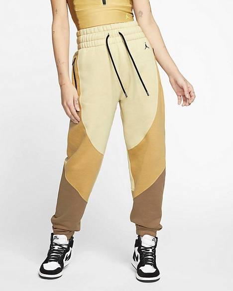 Fleecehousut 99,50 €, Nike.