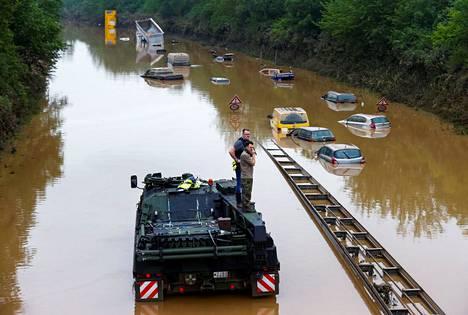 Tulvivissa autoissa saattaa olla kuolonuhreja.