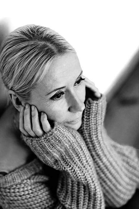 –Halusin, että kuvattavat ovat julkisuuden henkilöitä, jotka ovat onnistuneet elämässään, kertoo valokuvaaja Johanna Kare.