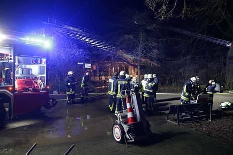 Tulipalo oli syttynyt uudenvuodenaattona ja se tuhosi apinatalon juuri vuoden vaihtuessa.