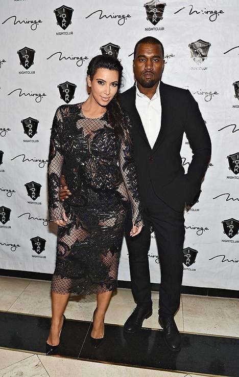 Kim Kardashian ja räppäri Kanye West alkoivat seurustella vuonna 2011. Kuva vuodelta 2012.