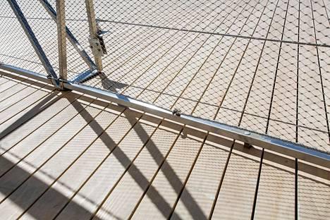 Kaiteen verkko oli korjattu turvallisuusmääräysten mukaiseksi.