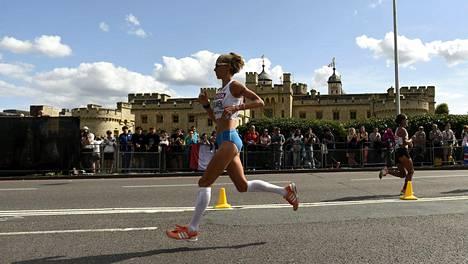 Viimesunnuntaisen Lontoon MM-maratonin Anne-Mari Hyryläinen juoksi aikaan 2.35.33, joka on vajaa kolme minuuttia hänen ennätystään huonompi.