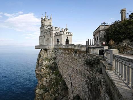 Pääskysenpesän linna sijaitsee lähellä Jaltan kaupunkia.