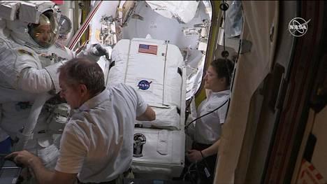 Kansainvälisen avaruusaseman akut vaihdetaan – seuraa Nasan suoraa lähetystä juuri nyt