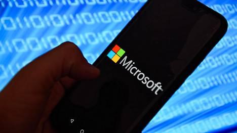 Microsoftin kaksinäyttöinen Android-laite saatetaan julkaista lähiviikkoina.