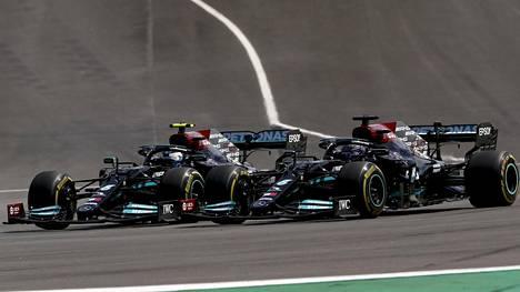 Bottas johti Portugalin GP:tä kisan alkuvaiheessa, mutta Hamilton paineli ohi kisan aikana.