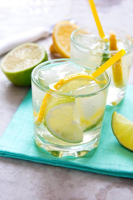 Gin&tonicin voi maustaa eri tavoin. Kotimaisista gineistä löytyy useita palkittuja, laadukkaita tuotteita.