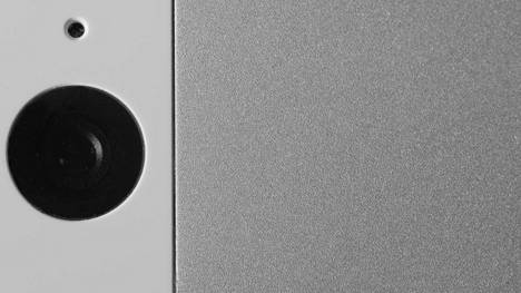 Monessa puhelimissa ollut haavoittuvuus on mahdollistanut salakuvaamisen laitteen kameralla.
