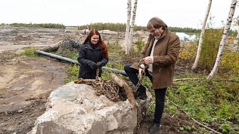 Meri ja Martti Haapalan mielenkiinto kohdistuu Toppilansalmen rantaan ja sen historiaan. Toppilaan rakennetaan parhaillaan 400 venepaikan satamaa, jota operoi Toppilan Terwa Marina Oy.