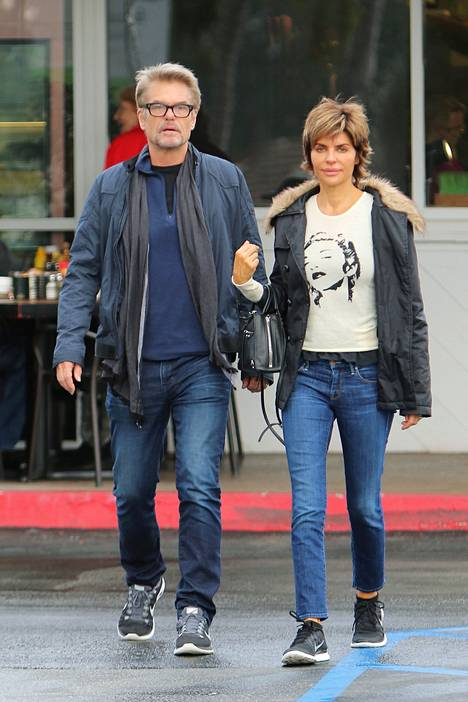 Harry Hamlin on naimissa näyttelijävaimonsa Lisa Rinnan kanssa.