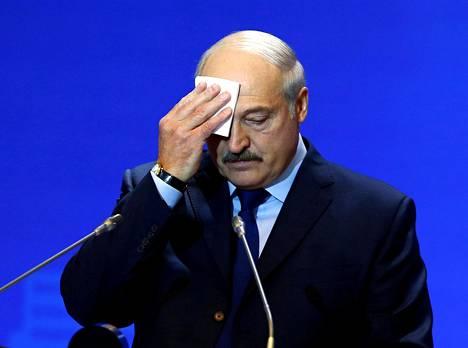 Presidentti Aleksandr Lukashenko johtaa Valko-Venäjää. Hänen valtakautensa on seuraavan kerran katkolla vuonna 2020.