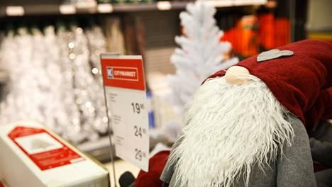 Kaupoissa on turvallista käydä myös jouluna, ja jouluruuhkien oletetaan olevan viime vuosia vähäisempiä.