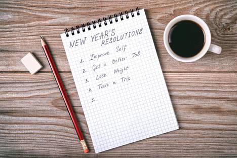 Pelkkä tavoitteen kirjoittaminen paperille ja kuvana peilin kulmaan liimaaminen ei saa vatsapaloja kuoriutumaan rasvakummun alta tai omaa taloutta uusille urille. Muutokseen tarvitaan riittävän suuri henkilökohtainen syy, Terhi Majasalmi kirjoittaa.